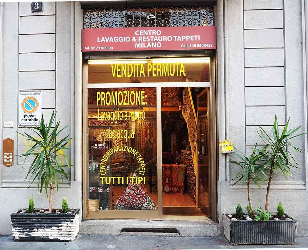 Vetrina negozio di tappeti Milano
