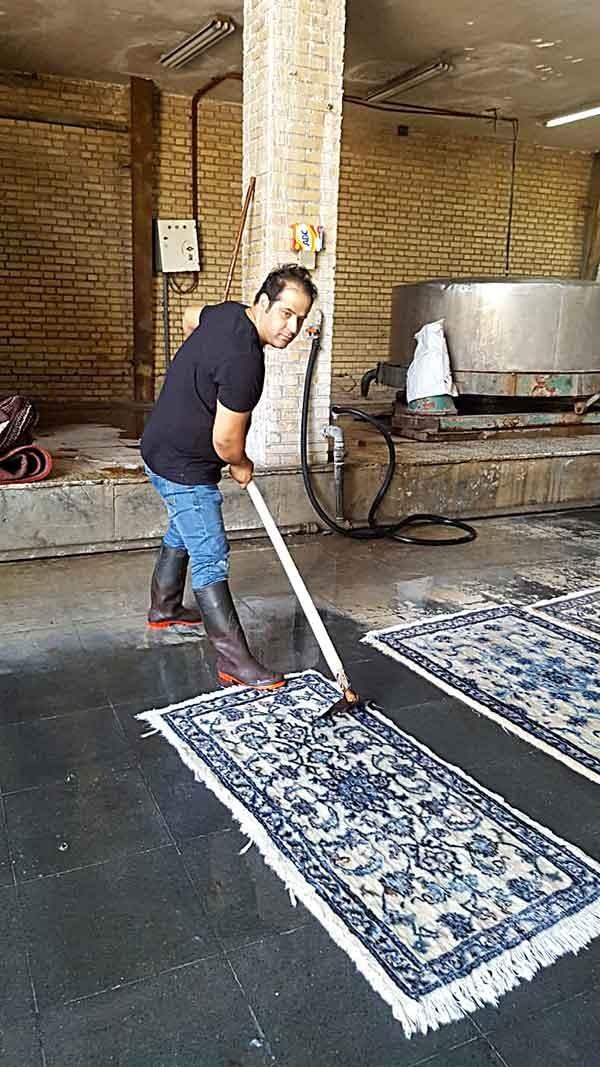 Lavaggio a mano di tappeti a Milano